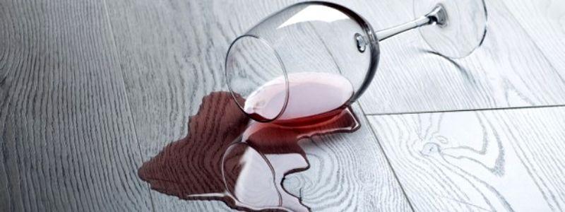 Como eliminar manchas de vino tinto