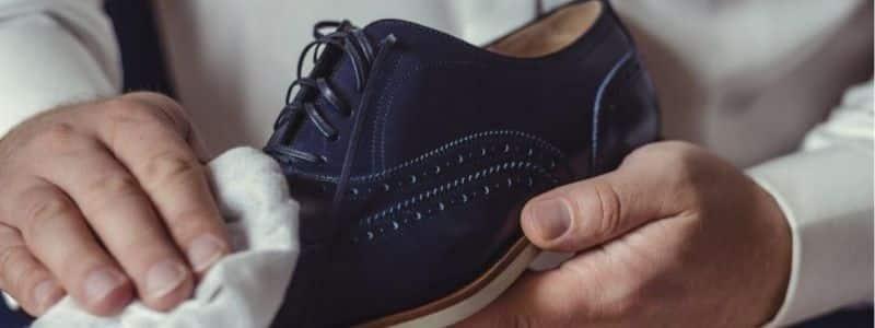 Como-sacar-manchas-de-vino-tinto-en-zapatos-de-gamuza